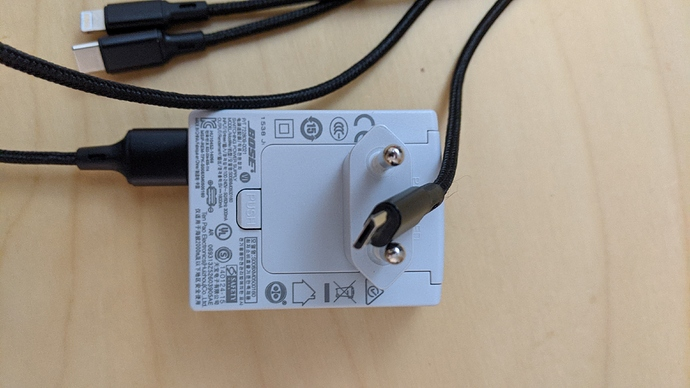 NOK-does_not_block_motors_if_battery_pack_removed-shows_8V-with-adapter-only